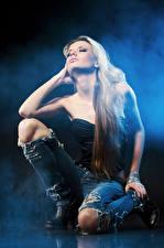 Фотография Блондинка Джинсы молодая женщина
