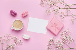 Обои Кофе Капучино Цветной фон Чашка Подарков Макарон Лист бумаги Шаблон поздравительной открытки Еда