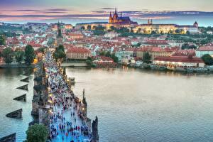Фото Чехия Прага Вечер Здания Мосты Река