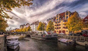 Фото Дания Дома Пристань Мосты Осенние Речные суда Копенгаген Водный канал город