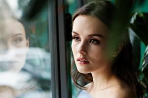 Картинки Лицо Смотрят Отражение Брюнеток Красивые Девушки