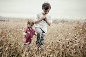 Фотографии Поля Мальчик Двое ребёнок