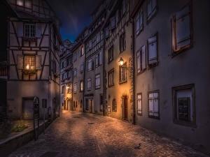Фотографии Франция Здания Улица В ночи Уличные фонари Colmar