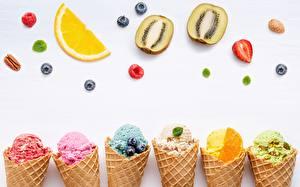 Фотография Мороженое Фрукты Сером фоне Вафельный рожок Продукты питания