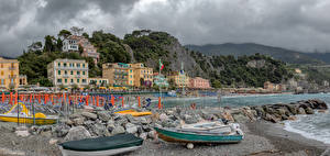 Обои Италия Дома Побережье Лодки Скала Пляжа Monterosso Города
