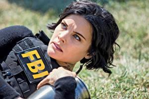 Обои для рабочего стола Джейми Александр Брюнетки Смотрят Лица FBI Blindspot Знаменитости Фильмы Девушки