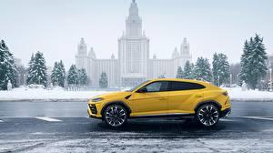 Фотография Ламборгини Сбоку Желтые 2018 Urus машины