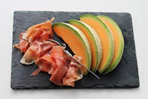Фотографии Дыни Мясные продукты Бекон Нарезка Разделочная доска Вилки Продукты питания