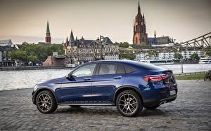 Фотографии Mercedes-Benz Синий Сбоку Кроссовер Купе GLC 300 4MATIC brilliant blue metallic машина