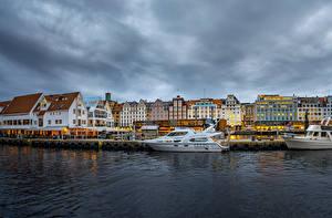 Фотографии Норвегия Дома Река Причалы Яхта Берген город