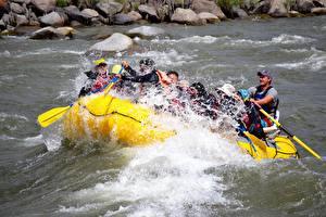 Фото Реки Лодки Мужчины Канада Рафтинг Брызги Fraser river
