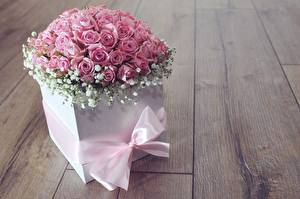 Картинка Роза Розовый Коробки Бантики Доски Цветы