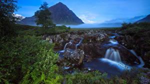 Фотографии Шотландия Водопады Камни Пейзаж Утес Туман Ручеек Природа