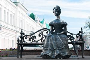 Фотографии Скульптуры Россия Скамейка Зонт Сидящие Платья Lyuba sculpture, Omsk Города