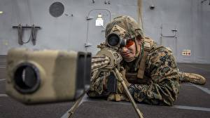 Картинки Солдат Винтовки Снайперская винтовка Мужчина Снайперы