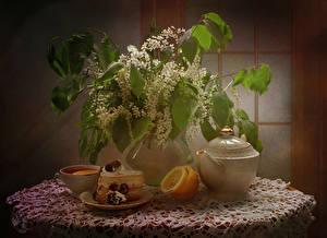 Фотография Натюрморт Цветущие деревья Торты Лимоны Чай Ваза Ветка Кусок Чашке Продукты питания Цветы