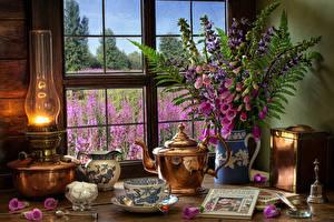 Обои Натюрморт Керосиновая лампа Букеты Дигиталис Чайник Чашке Сахар Книга Кувшины Окно Пища Цветы