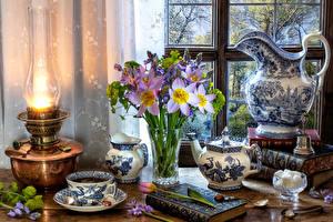 Фотографии Натюрморт Керосиновая лампа Букеты Чай Тюльпаны Чайник Кувшин Вазы Чашка Книги Сахара Пища