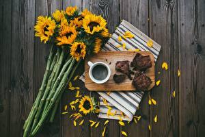 Фото Подсолнухи Кофе Доски Разделочной доске Лепестки Кружка Пища