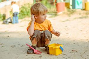 Картинка Игрушки Мальчик Песок ребёнок