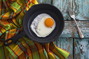 Картинка Доски Сковорода Яичница Вилки Продукты питания