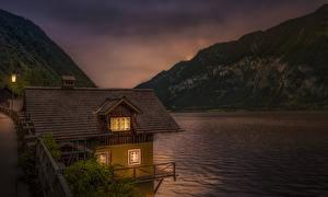 Обои Австрия Озеро Гора Дома Вечер Hallstätter See Природа