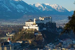 Картинки Австрия Гора Замки Дома Крепость Снега Salzburg Города