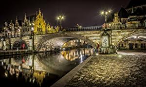 Обои Бельгия Дома Речка Мосты Брюгге Уличные фонари Ночь