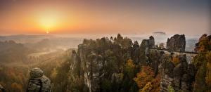 Обои Мост Германия Рассвет и закат Горы Лес Осенние Пейзаж Утес Saxon Switzerland, Bastei, Elbe Sandstone Mountains Природа