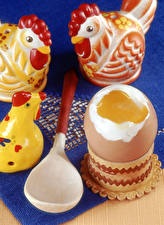 Фотографии Курица Игрушка Яйцами Ложки Пища