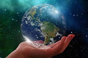 Картинки Вблизи Планеты Рука Земли Глобусом South America