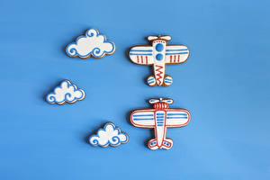 Фотография Печенье Самолеты Цветной фон Дизайн Облачно Продукты питания