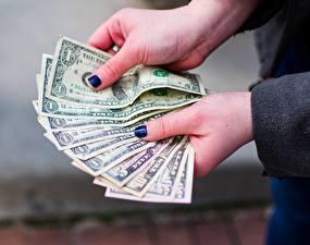 Обои Пальцы Доллары Деньги Купюры Руки Маникюр