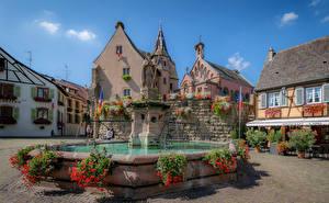 Картинка Франция Дома Фонтаны Скульптуры Городская площадь Eguisheim