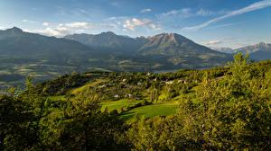 Картинка Франция Горы Здания Луга Пейзаж Ель Hautes-Alpes Природа