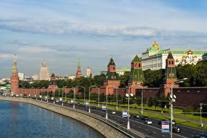 Картинка Московский Кремль Дороги Речка Россия Москва Уличные фонари