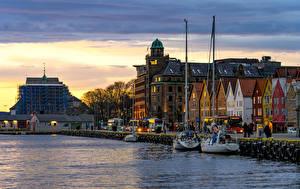 Фотографии Норвегия Вечер Дома Реки Пирсы Берген город
