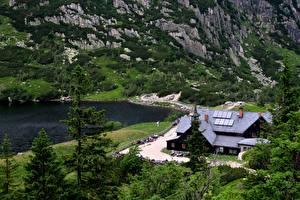 Фотография Польша Озеро Горы Карпаты Отель Скала Природа
