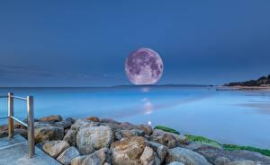 Фотографии Море Камни Вечер Луна Горизонт Природа