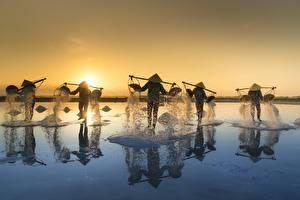 Фото Рассветы и закаты Азиатки Вьетнам Шляпа Соль Salt Fishing
