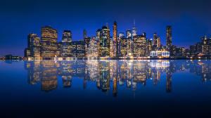 Картинки США Здания Речка Нью-Йорк Манхэттен Отражение Ночные