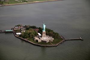 Обои Штаты Остров Нью-Йорк Статуя свободы Сверху