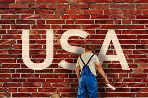 Фото Америка Мужчины Стена Из кирпича Инглийские Вид сзади Текст