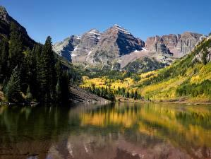 Фото США Гора Озеро Осень Пейзаж Скала Maroon lake, Rocky Mountains, Colorado Природа