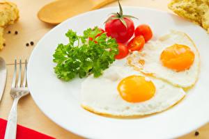 Фотографии Овощи Помидоры Завтрак Тарелка Яичницы Продукты питания
