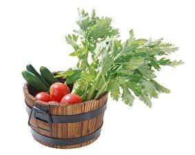 Обои Овощи Помидоры Огурцы Белый фон Ведро Еда