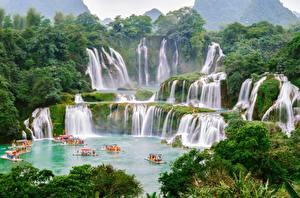 Картинка Водопады Лодки Китай Вьетнам Detian, Chungking Природа