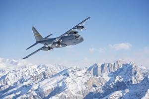 Картинка Аляска Горы Самолеты Снеге Летящий C-130 Hercules Авиация