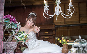 Картинки Азиаты Букеты Невеста Шатенки Платья Улыбается Красивые девушка
