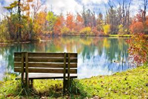 Картинки Осенние Пруд Парки Скамья Траве Листва Природа